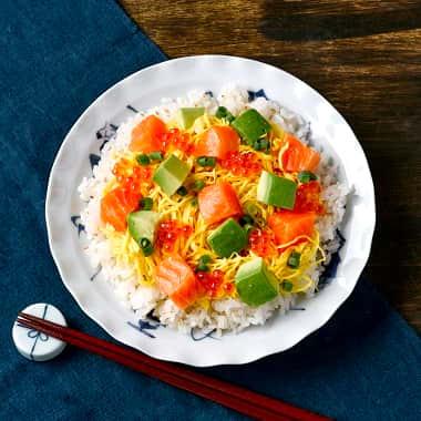 サーモンとアボカドの簡単ちらし寿司